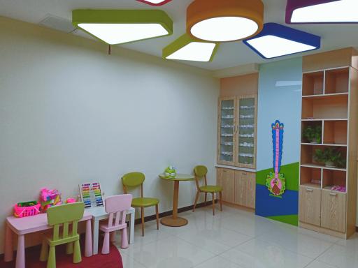 儿童候诊区域.png